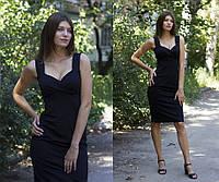 Женское платье с декольте на бретелях