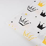 """Лоскут ткани """"Нарисованные короны"""" жёлтые и чёрные на белом №1336"""