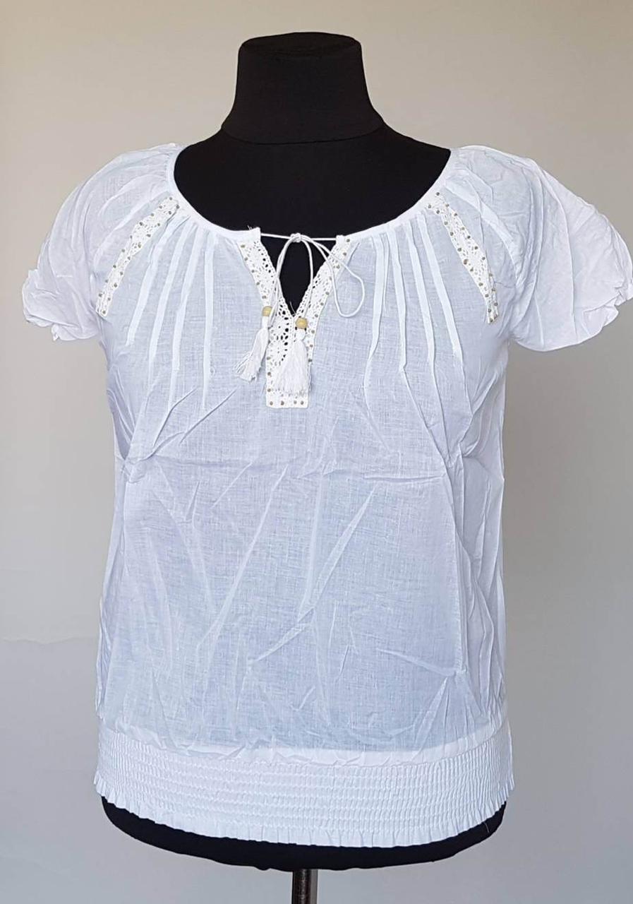 Летняя блуза белого цвета  из натуральной ткани