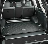 Резиновые коврики в багажник автомобиля
