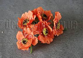 Букет оранжевых цветов из ткани