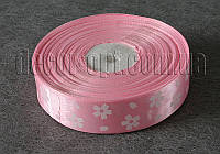 Лента атласная бледно-розовая с большими цветками 2,5 см 50 м