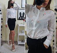 Женская рубашка с вышивкой пеликан