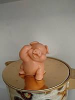 Натуральное мыло ручная работа свинья лапка кверху. Вес 80 г. Смешной сюрприз в сочельник