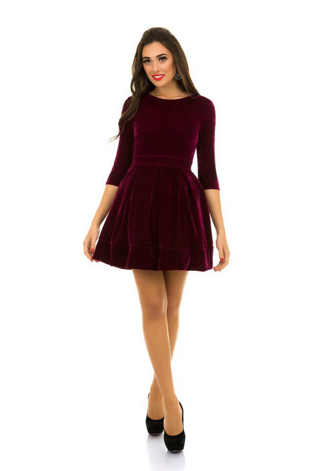 Женское платье пышное из бархата марсала