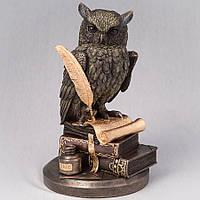 Статуэтка Veronese Сова с пером на книгах 23 см 75033