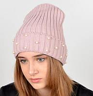 Стильная молодежная шапка пудрового цвета