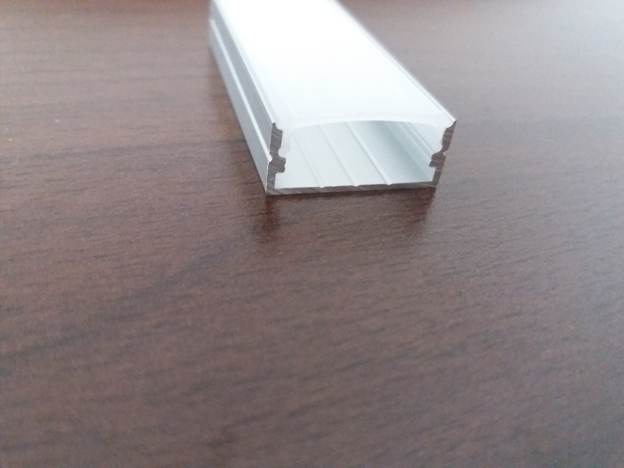 Алюминиевый накладной широкий led-профиль ЛП-10/24мм + линза в комплекте матовая