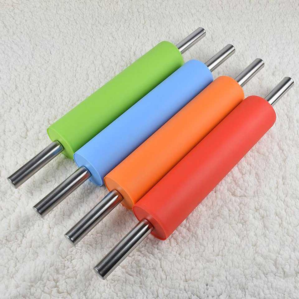Скалка силиконовая металлическая ручка