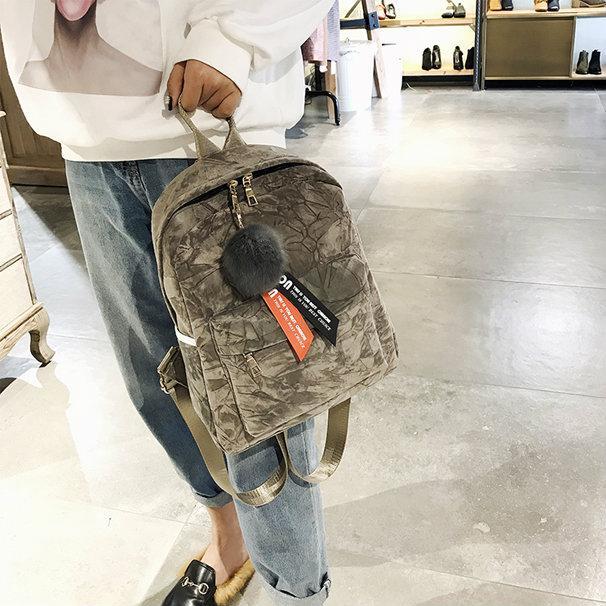 Женский рюкзак бархатный с брелком