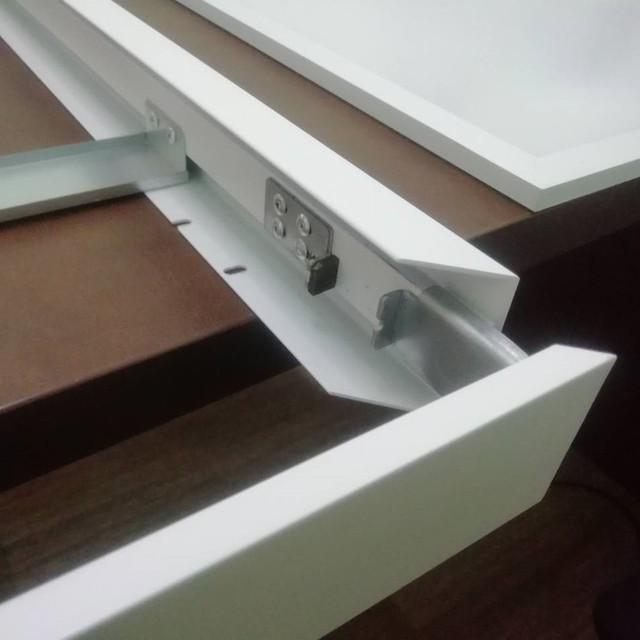 Съемная сторона панели для накладного монтажа Кларус легко защелкивается при монтаже