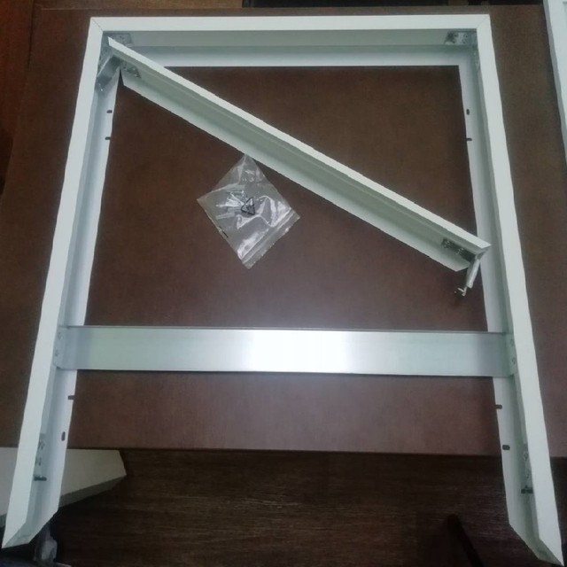Панель для накладного монтажа Кларус поставляется с крепежем в комплекте