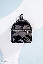 Черная лаковая сумка-рюкзак