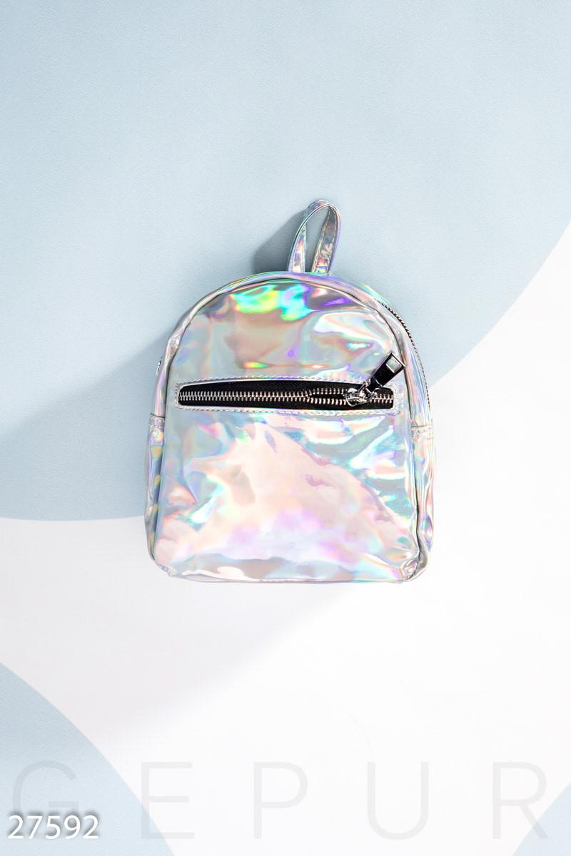 Серебристая лаковая сумка-рюкзак