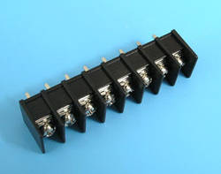 ETB5402208 Клеммник 8 контактов на плату, 300В 10A шаг 7,62мм