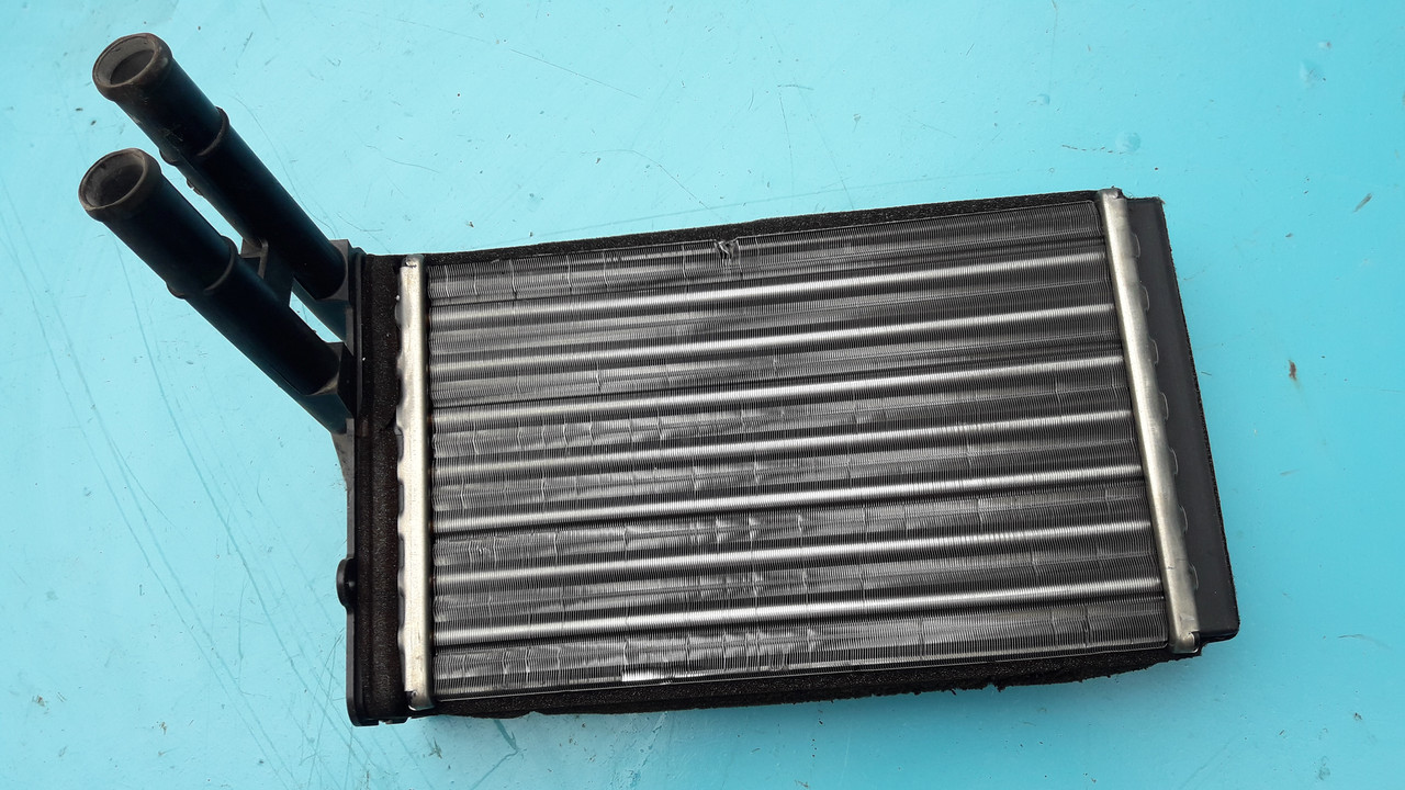 Радиатор печки отопителя audi a4 b5 superb passat b5 8d1819031B оригинал бу behr
