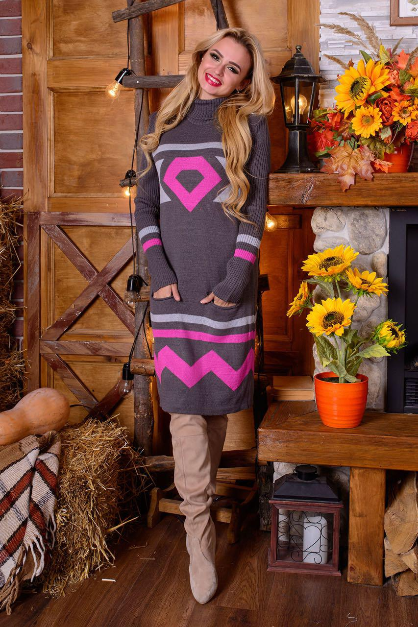 Теплое вязаное платье с орнаментом и кармашкам