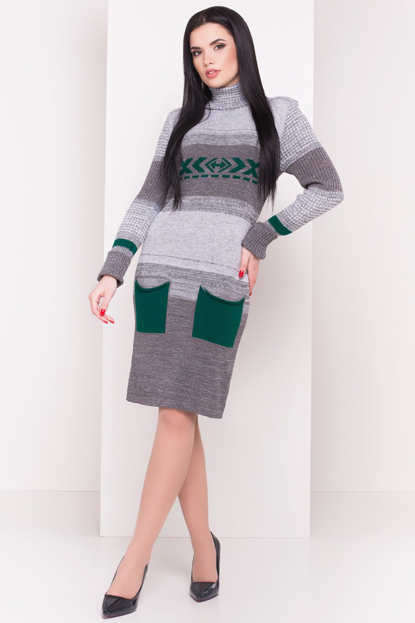 Теплое вязаное платье с ярким рисунком и кармашками