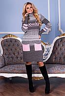 Теплое вязаное платье с броским рисунком и кармашками
