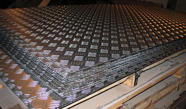 Лист рифленый алюминиевый 4,0х1500х4000 квинтет
