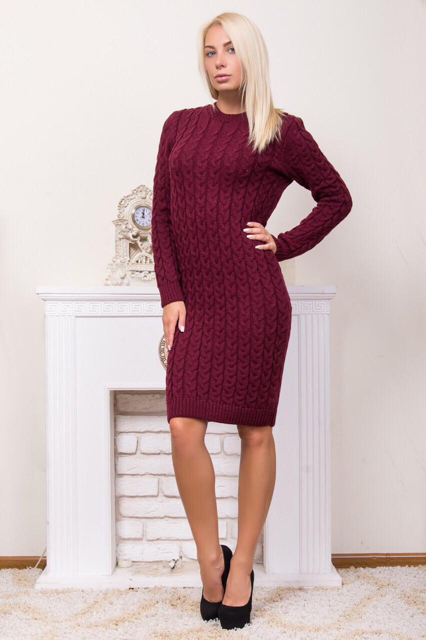 Теплое вязаное платье с круглой горловиной
