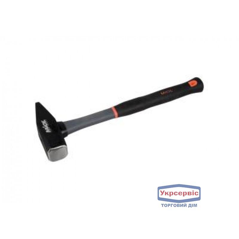 Молоток слесарный Miol 500 г (ручка - стекловолокно)