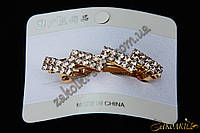 Заколка автомат золотистого цвета, материал: металл, отделка: камни чешское стекло