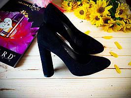 Туфли Anna черные замшевые на устойчивом каблуке острый носок
