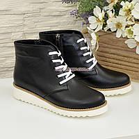 Ботинки женские черные кожаные на шнуровке, утолщенная белая подошва.