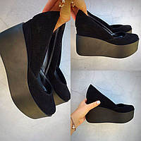 Элегантные женские замшевые туфли на танкетке