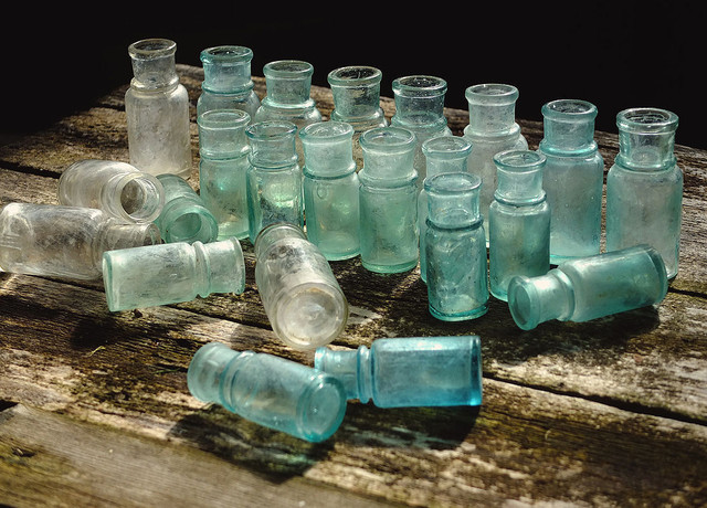 Маленькие бутылочки - фото