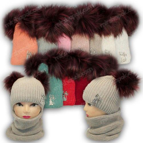 Комплект - шапка с двумя помпонами, ниткой люрекс и шарф (хомут) для девочки