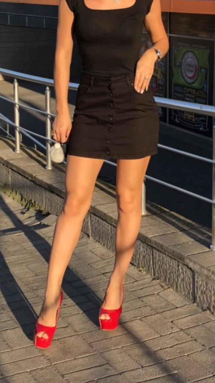 Черная джинсовая юбка на пуговицах спереди It's basic код 1155