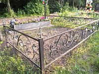 Кованая оградка с листьями