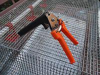 Инструмент для скрепления сетки между собой