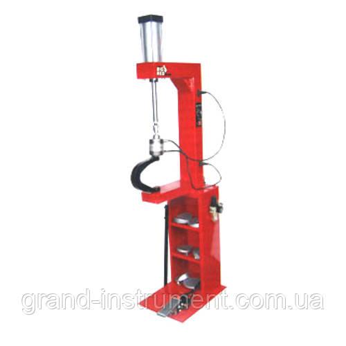 Вулканизатор с пневматическим прижимом, на стойке, 2 нагревательные пластины, комплект прижимов (6 форм)   TORIN  TRAD004Q