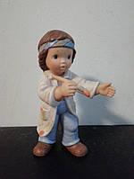 Фарфоровая статуэтка Мальчик с кисточкой Goebel