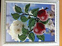 Картина вышита биссером ЯБЛОКИ