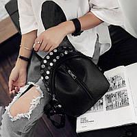 Красивый мини рюкзак с заклепками