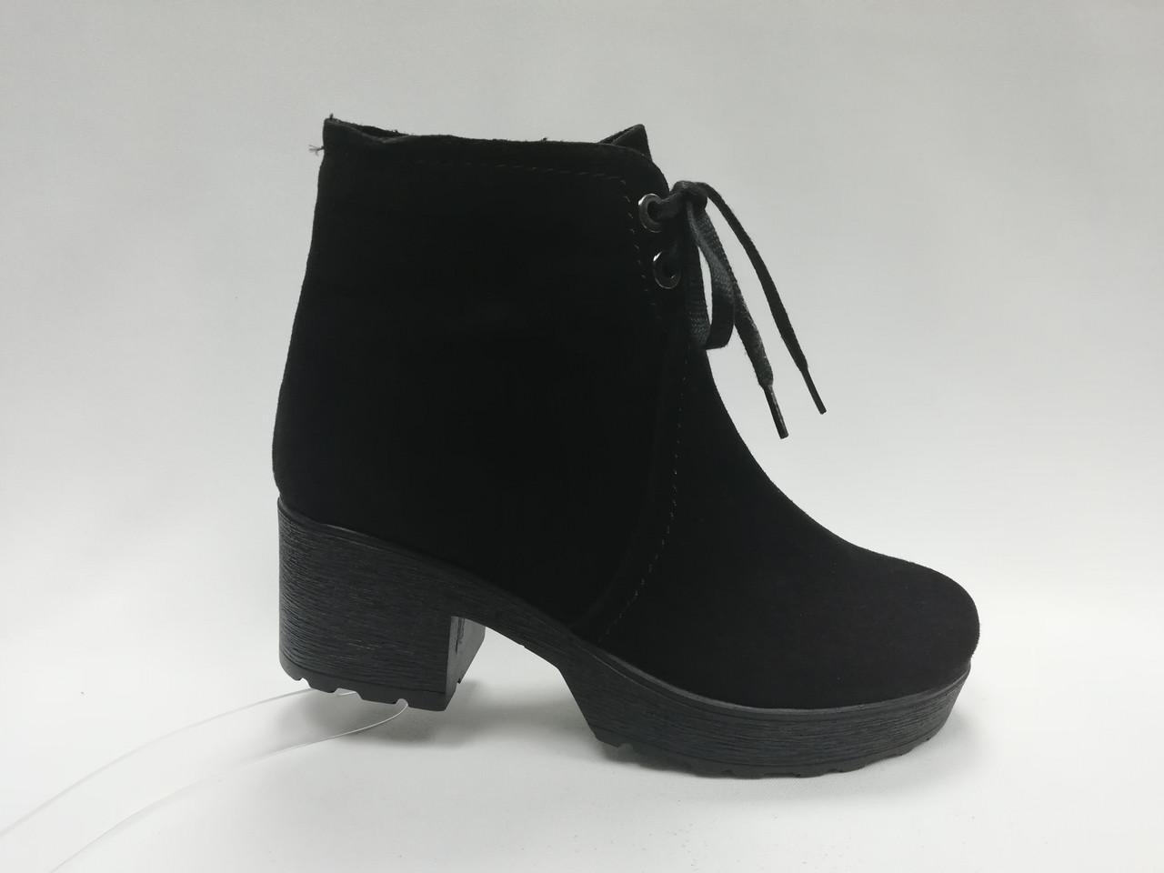 Замшевые и кожанные ботиночки  на каблуке. Украина. Маленькие размеры ( 33 - 35 ).