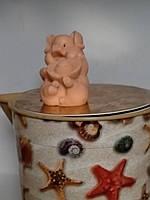 Мылко ручной работы хрюша с игрушкой. Вес 80 г. Чудесный подарок на новый год желтой свиньи 2019
