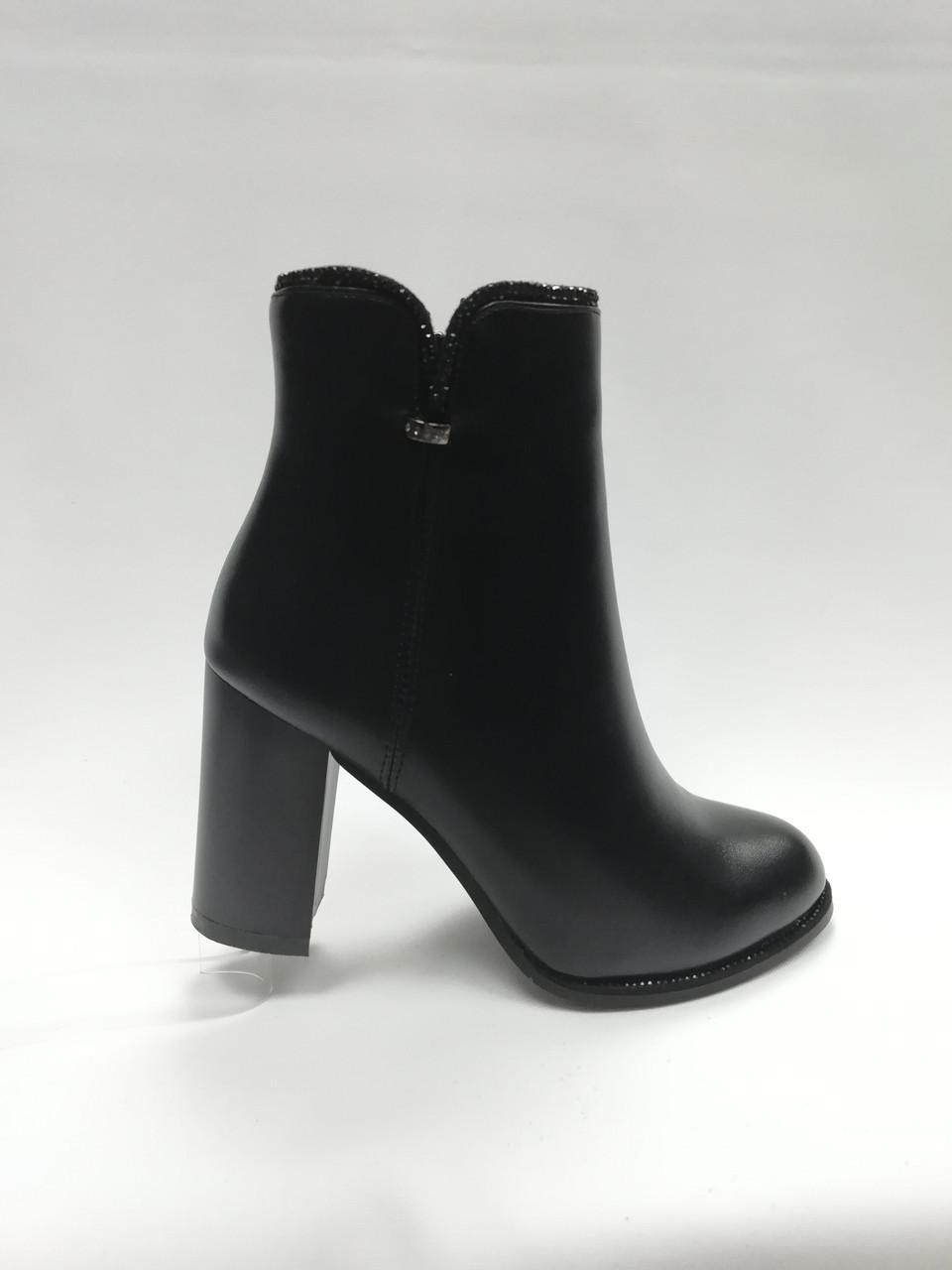 Чорні черевики з еко-шкіри. Ботильйони. Маленькі розміри (33 - 35).