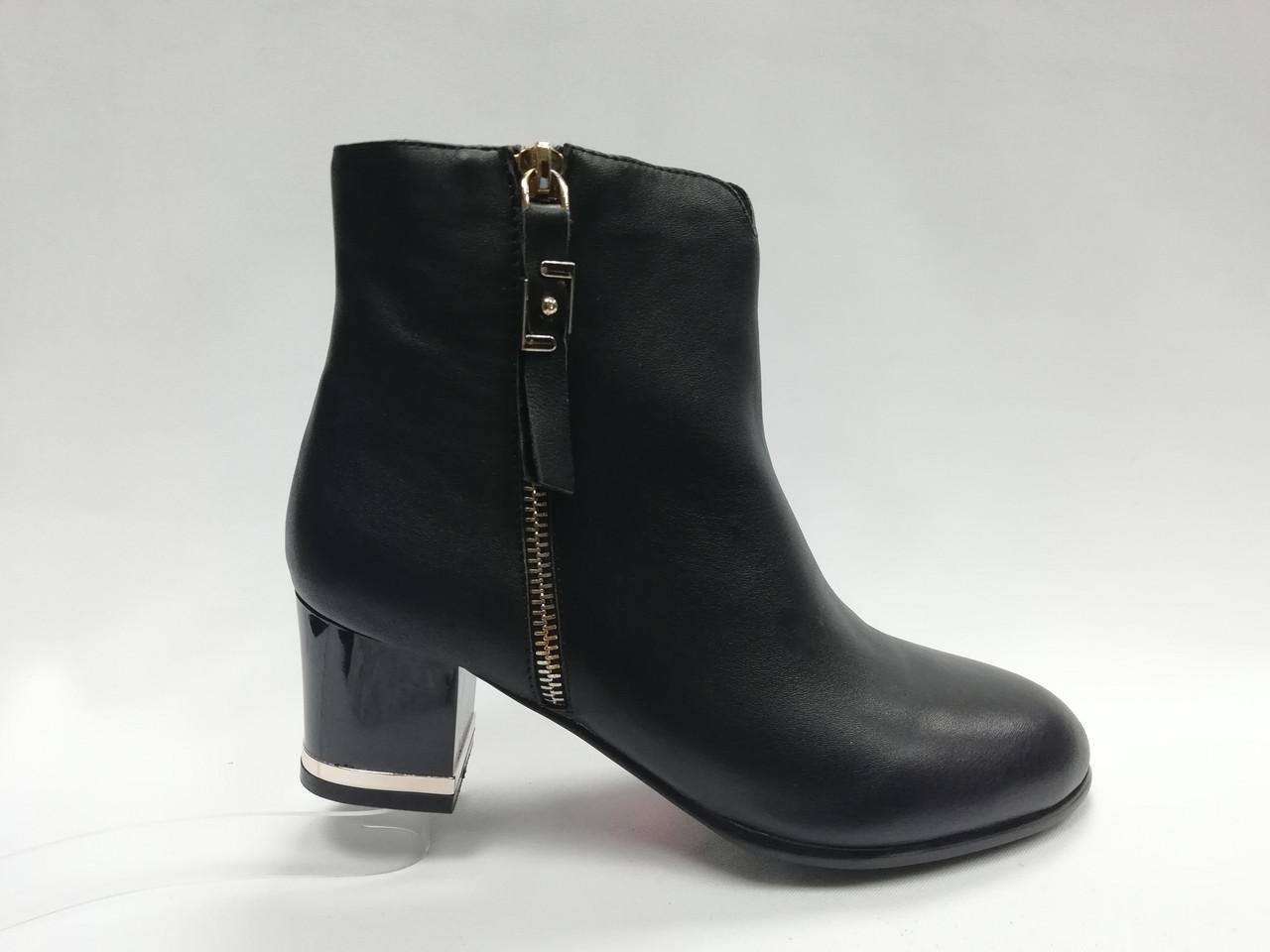 Черные кожаные  ботинки MALROSTTI  с металлической вставкой на каблуке
