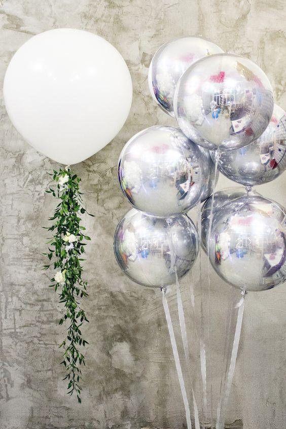 Фонтан  из фольгированных шаров и шар гигант 60 см.