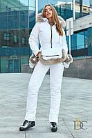 Комбинезон женский из высококачественной плащевки, в комплекте варежки и сумка с мехом енота - Белый