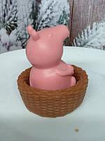 Необыкновенное нежное детское мыло свинка Пеппа в корзинке. Общий вес 190 г.