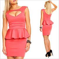 Коралловое платье с баской, стильные платья