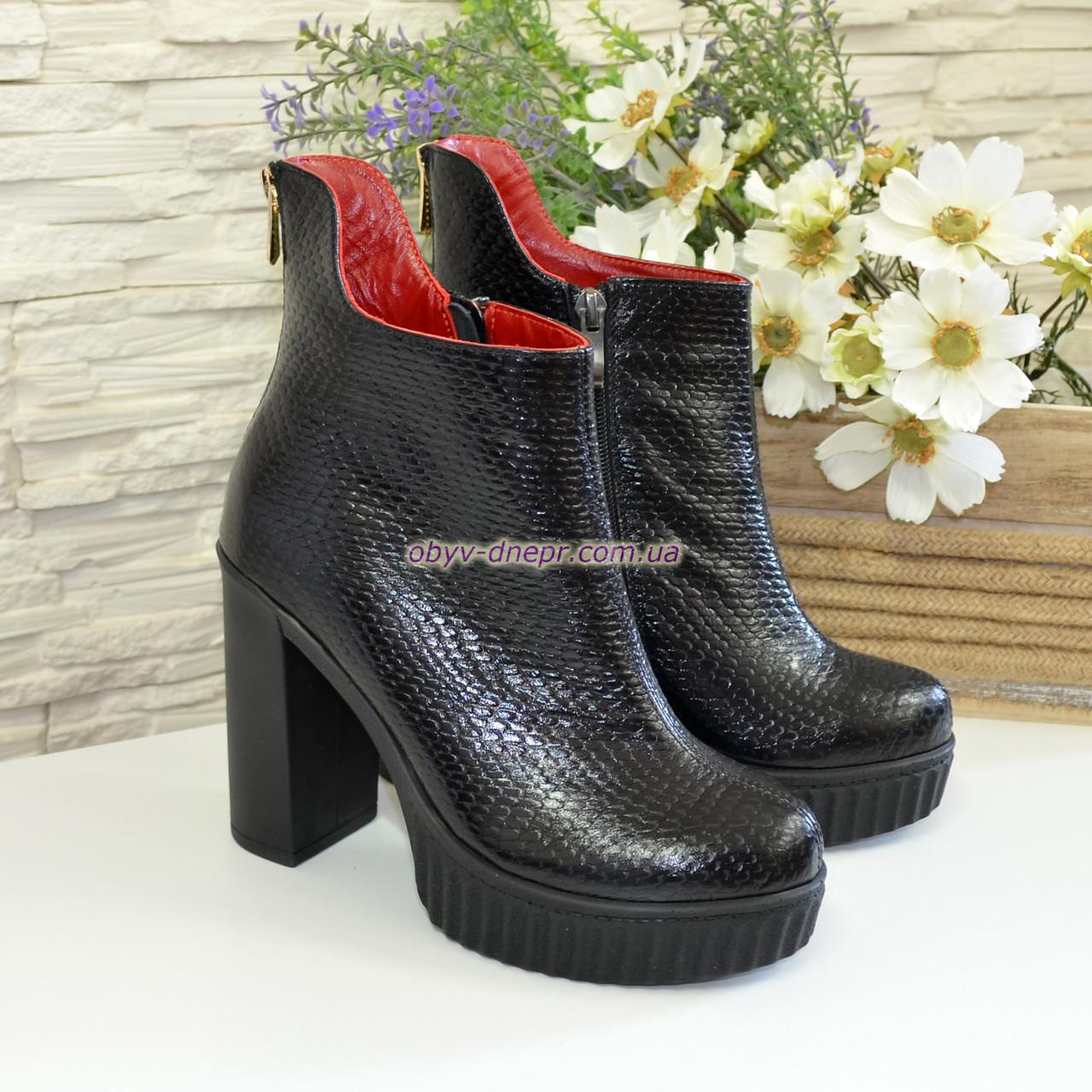 Ботинки кожаные женские зимние на высоком каблуке, декорированы молнией