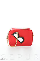 Лаконичная вечерняя сумочка красного цвета