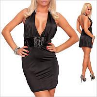 Черное платье с открытой спиной